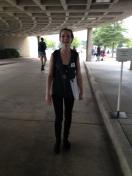 Sabine nach der Schule vor dem Civic